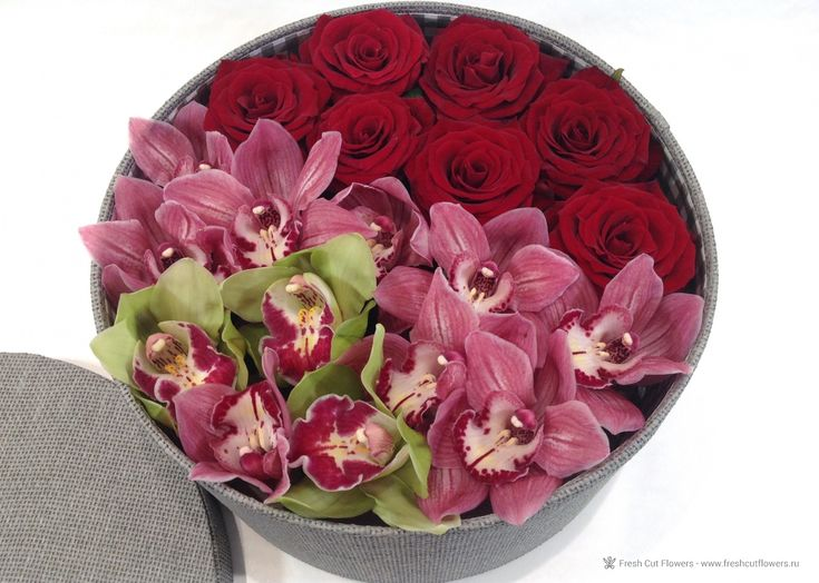 Коробка с орхидеями.