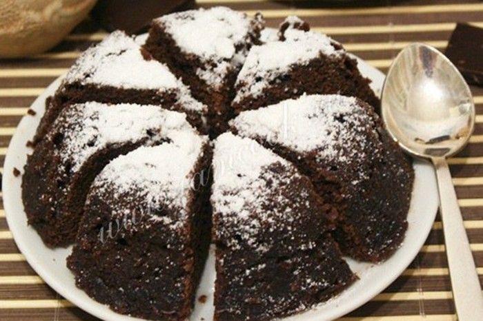 Tento rychlý dort Vás zachrání před neočekávanou návštěvou. Je skutečně připravený za 5 minut a nemusíte mít ani malou kulatou formu na pečení. Postačí vám menší miska nebo větší pohár.
