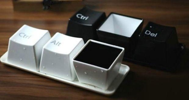 Set di tazze:Ctrl Alt Del Mugs http://www.differentdesign.it/set-tazze-ctrl-alt-del-mugs/ Sei meno #produttivo, stanco, i #pensieri sono confusi, hai un calo di produttività? L'unico #rimedio è una #pausacaffè. #CtrlAltDel #Mugs è un set di tazzine ispirato alla sequenza di tasti del #pc