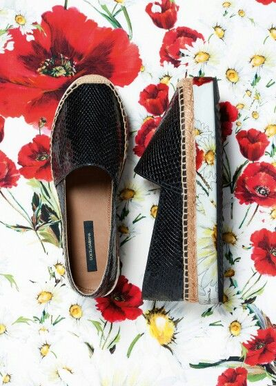 Dolce & Gabbana Summer 2016 Fashion Footwear Espadrillas inside the Woman Collection 'Spring in the City'. Black Gloss Paint and Poppies and Daisies prints.