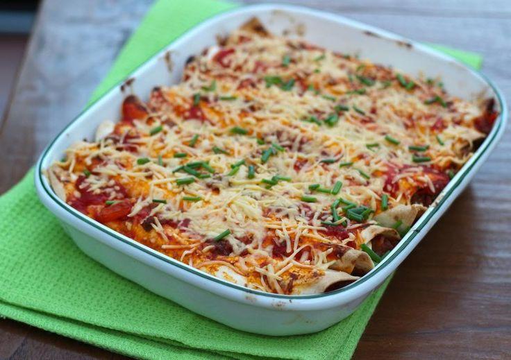 In onze food photos hadden we een foto geplaatst van onze wraps uit de oven en hier is nu eindelijk het recept! Het is een heel lekker basis recept waaraan je zelf nog allerleiingrediëntenkunt toevoegen. Om het recept helemaal gemakkelijk te maken kun je ook een zakje met voorgesneden groenten gebruiken. Tijd: 20 min. +...Lees Meer »