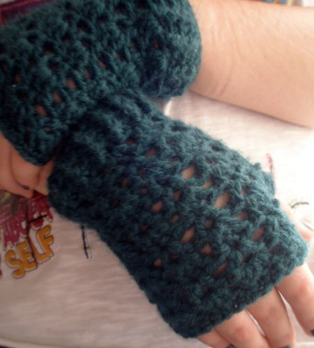164 best crochet gloves and mittens images on pinterest crochet my sister always complains that i never crochet anything for her she had been asking fingerless mittenscrochet mittenscrochet hat patternscrochet dt1010fo