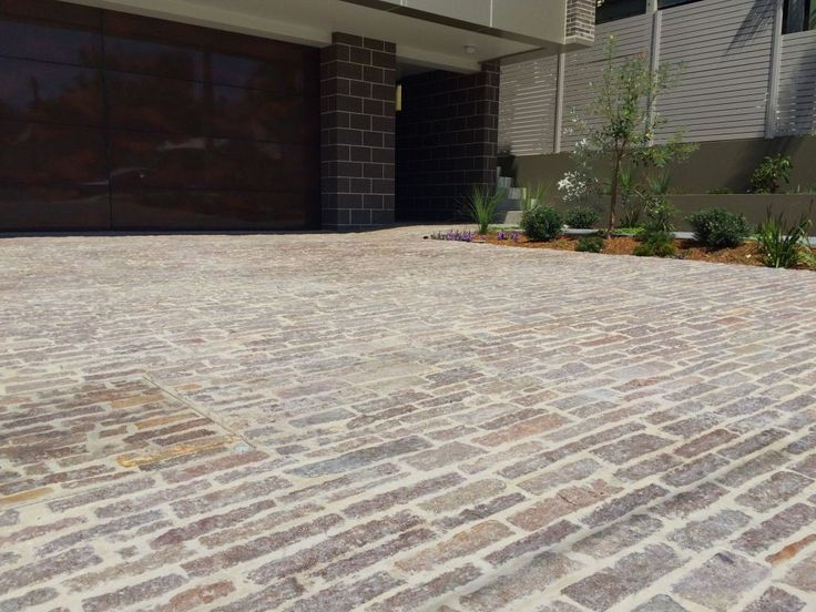 Eco Outdoor Porphyry Filetti as driveway pavers. Eco Outdoor | Entrenched Landscapes | Porphyry Filetti | Driveway ideas | Driveway pavers | Natural stone driveway paving | Natural stone paving | Outdoor paving | Garden ideas | Driveway design | Natural + Organic | livelifeoutdoors