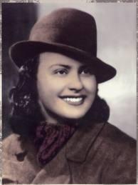 IRIS VERSARI (1922-1944),  partigiana combattente della banda Corbari, una delle 19 donne italiane insignite della medaglia d'oro al valor militare. Circondata dai nazi-fascisti e senza possibilità di fuggire perchè ferita ad una gamba, si uccide ( la mattina del 18 agosto 1944) con un colpo alla tempia per favorire la fuga dei tre compagni di lotta Silvio Corbari, Arturo Spazzoli e Adriano Casadei che nell'azione saranno invece catturati e impiccati.