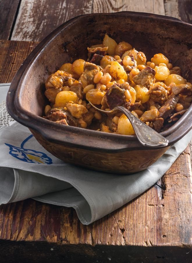 Φασόλια με κατσίκι, παστουρμά και σουτζούκι