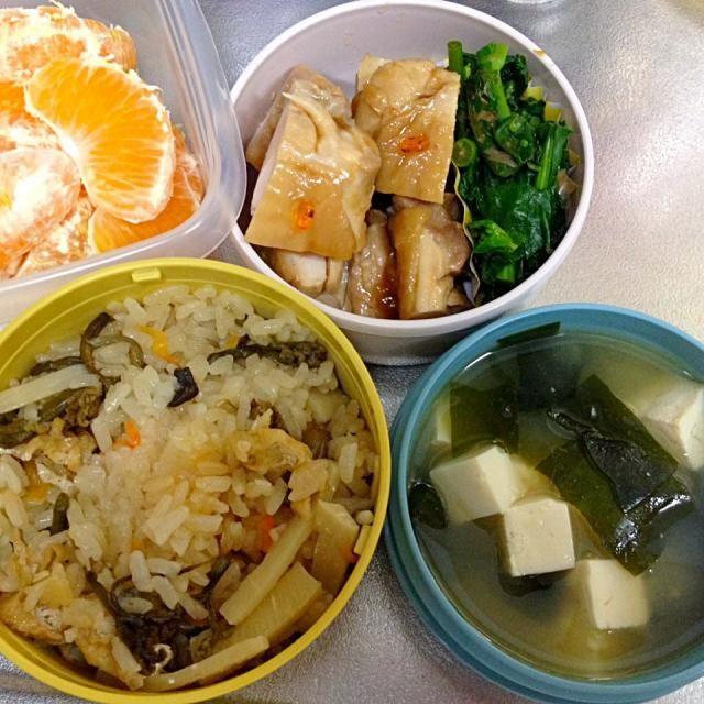 山菜おこわ、鶏ニンニク醤油焼き、のらぼう菜のおひたし、豆腐とわかめの味噌汁 - 4件のもぐもぐ - 山菜おこわ塾弁 by naomaruru