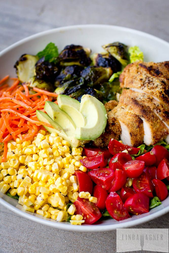 Rainbow Salad with Balsamic Roasted Brussels & Paleo Almond Crusted Chicken // delicious, budget friendly and will last all week #prepday #cleaneating #healthy