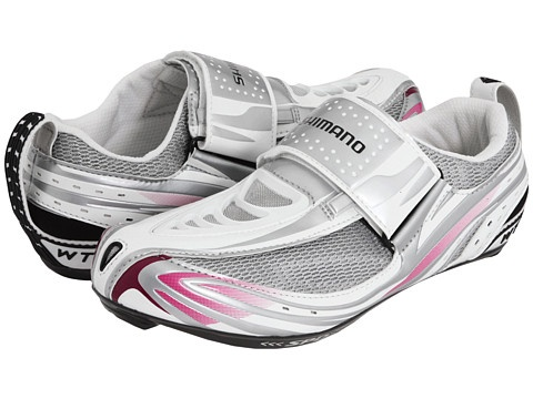 Shimano SH-WT52 ....Comes in B width, but feels more narrow (YEAH) than my SIDI. Great transition shoe for duathlon.
