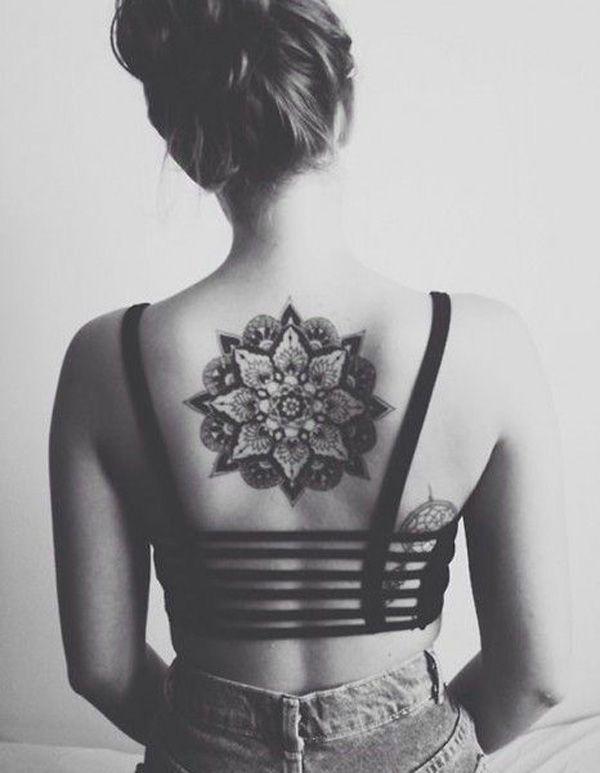 ♕Mandala♕ Tatuaje de una mandala en la espalda. En el budismo representa la evolucion del universo respecto a un punto centra. ♥♥