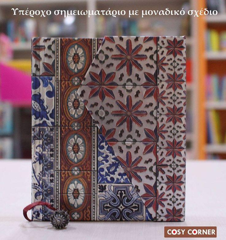 Υπέροχο σημειωματάριο με μοναδικό σχέδιο της Boncahier. Για σκέψεις, σημειώσεις, ιστορίες, ποιήματα, συνταγές, κλπ. Σελιδοδείκτης (κορδέλα) με όμορφο διακοσμητικό στοιχείο στο κάτω μέρος. Ένα ιδιαίτερο και ποιοτικό δώρο που θα εντυπωσιάσει. http://goo.gl/OqR3BM