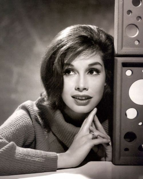 I never noticed before how pretty Mary Tyler Moore is.