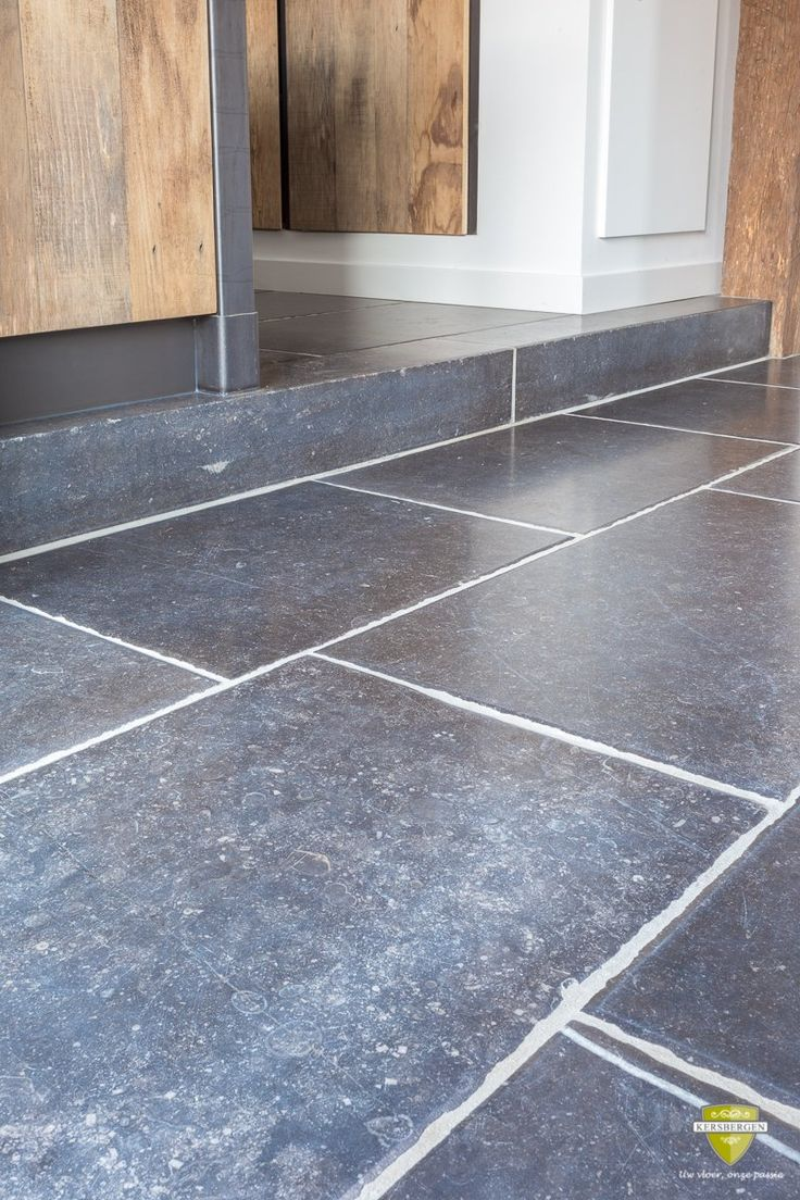 141 best belgisch hardsteen vloeren belgian bluestone for Bluestone flooring