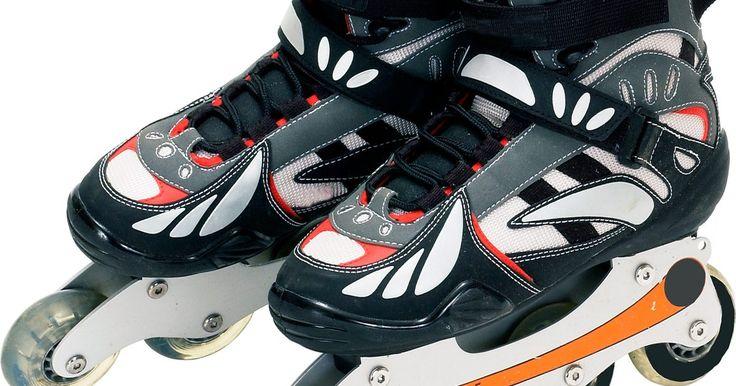 """Como fazer um 360° com patins. Os patins """"in-line"""" são um esporte onde o praticante usa patins com as quatro rodas alinhadas na direção do seu pé. Esses patins permitem uma grande variedade de truques, desde manobras aéreas até raspar em superfícies. Um mortal, onde o praticante se lança de uma rampa e gira 360 graus no ar, é um truque divertido que requer prática para ..."""