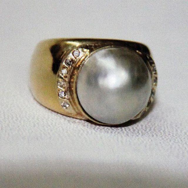 Anillo de oro, perla solitario y brillantes.  #escuelajoyeriacdc #joyeria #anillo #ring #instachile #instasantiago #joyeriachilena #orfebreschilenos #orfebreria #jewel