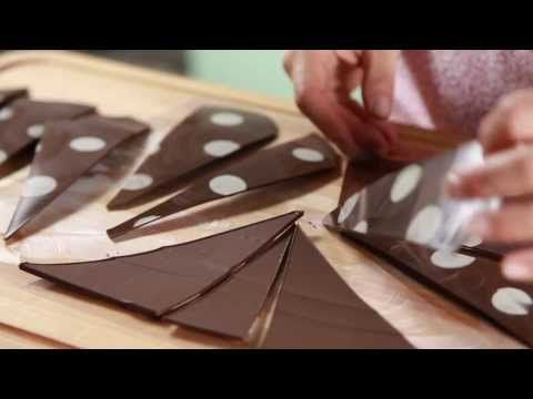 Triángulos de chocolate. Para decorar una torta fácil y rápido. - YouTube