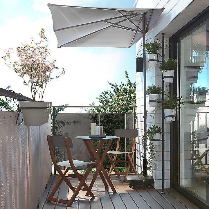 Choisir Un Parasol Ou Une Voile D Ombrage Castorama En 2020 Amenagement Petit Balcon Deco Petit Balcon Deco Balcon