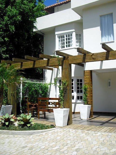 Navegue por fotos de Jardins modernos: Condominio Residencial em Porto Alegre. Veja fotos com as melhores ideias e inspirações para criar uma casa perfeita.