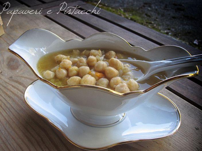 La Zuppa di Ceci in Pentola a Pressione è semplice da preparare, è gustosa, saporita ed è pronta da servire in pochissimo tempo.