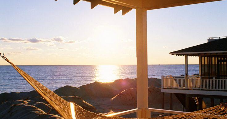 O que levar em conta ao alugar uma casa de temporada. Depois de meses de trabalho, tudo o que você consegue pensar é nas suas tão aguardadas férias. Ou após dias difíceis, o feriado prolongado é o seu maior desejo. E passar dias tranquilos na praia ou no campo parece ser o melhor a se fazer. Certamente, uns dias de ócio são merecidos e prazerosos. ...