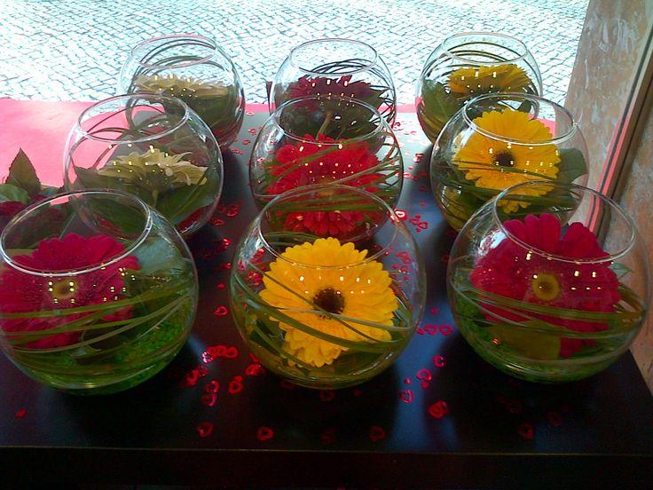 Globos de vidro com gerberas