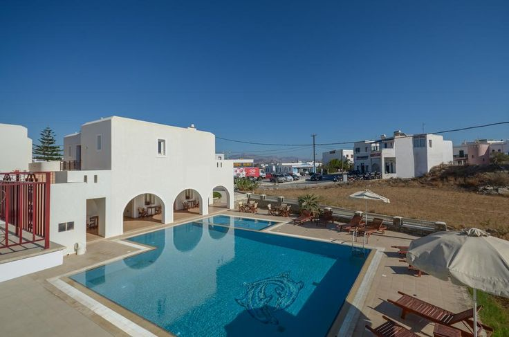 Perla Hotel    Perla offers a swimming pool and self-catering rooms with free Internet access. The popular beach of Agios Prokopios is just 50 metres away, while Naxos Airport is just a 5-minute drive.
