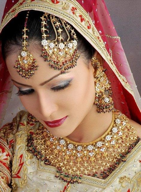 Latest Bridal Jewelry Designs For Pakistani And Indian Girls 2012