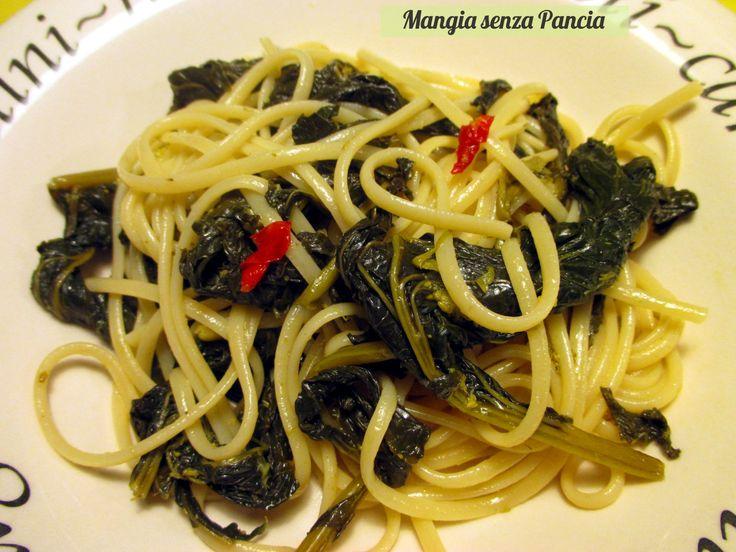 Un gustoso piatto di pasta con cime di rapa aglio, olio e peperoncino sazia e nutre: tutto in solo piatto. Che bontà...