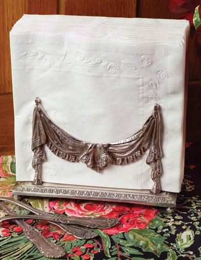 CURTAIN CALL NAPKIN HOLDER