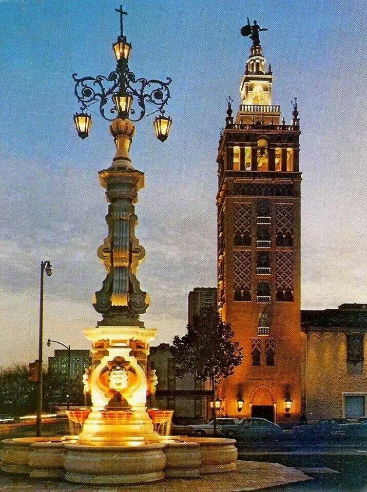 Pza. Virgen de los Reyes, en Sevilla