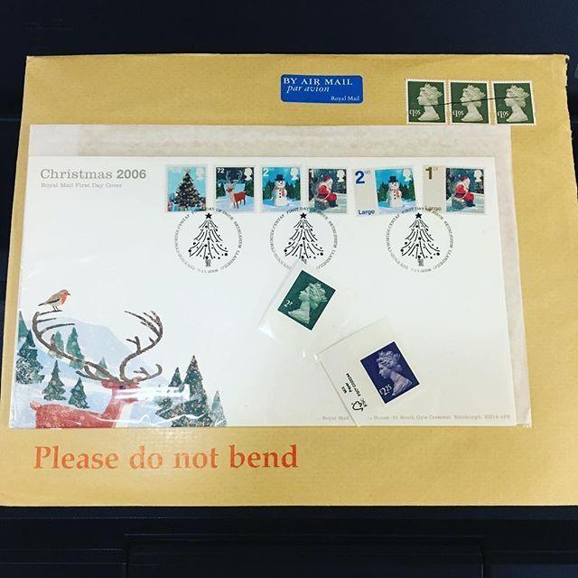 たまにサインをして欲しいと切手の仕事で制作したものが送られてくることがある#illustration #painting #tatsurokiuchi #art #drawing #life #lifestyle #happy #japan #people #木内達朗 #イラスト #イラストレーション #stamps #royalmail