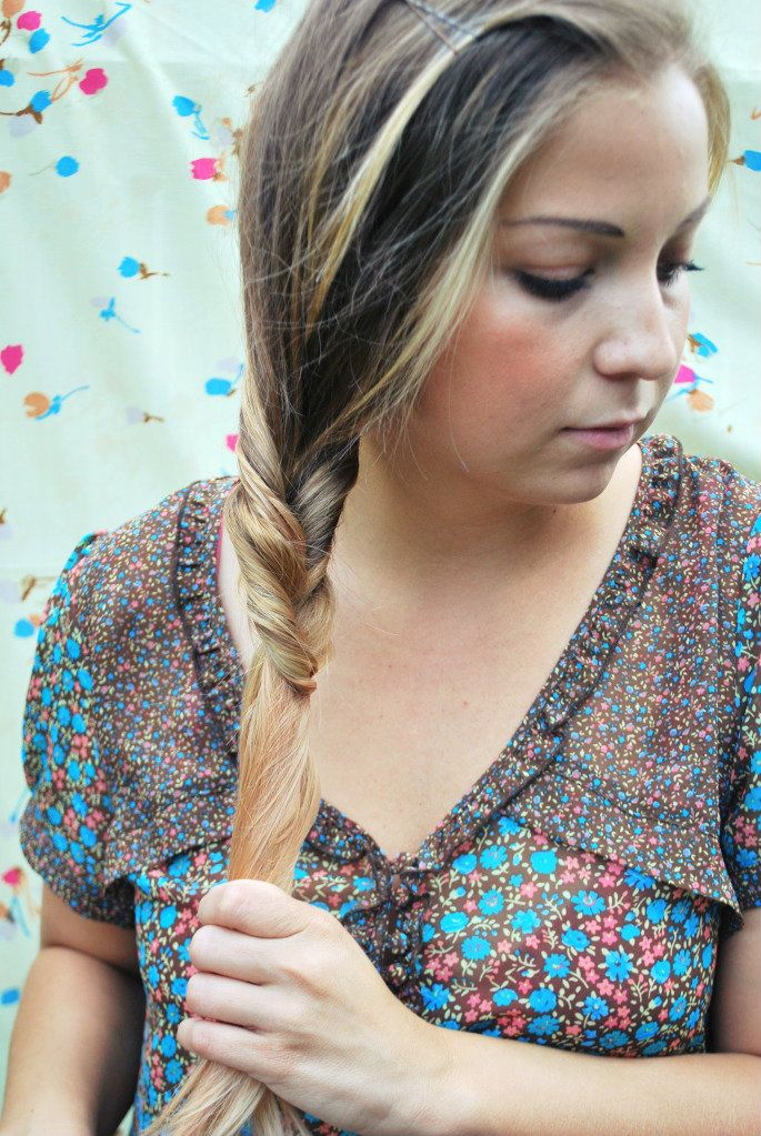 """The """"Brilliant Braid"""" Looks like a fishtail braid, but is really not a braid at all! Looks so simple!"""
