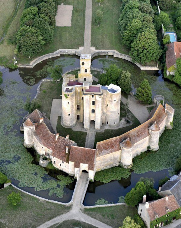 Château de Sagonne was built between the XII & XV C. in the middle of a medieval village.