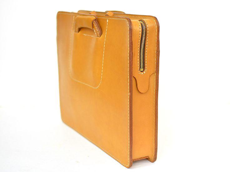 2本手ビジネスバッグ(BW-12)は取っ手をしまってクラッチバッグのようにも持てる革製ブリーフケースです。「HERZ(ヘルツ)公式通販」briefcase portfolio