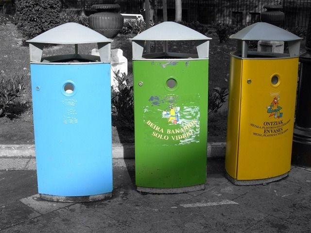 Sabemos que el reciclaje es algo que todos podemos hacer, en mayor o menor medida por lo que es importante saber cómo hacerlo. En este especial os contamos qué es reciclar, cómo se realiza todo el proceso, y os dejamos consejos para reciclar distintos materiales. Índice del artículo: ¿Qué es el RECICLAJE? CÓMO Reciclar TÉCNICAS …