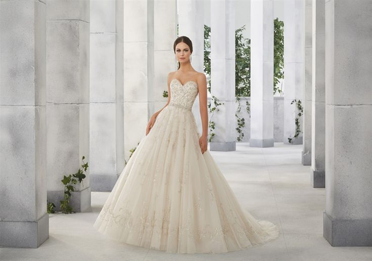 179 Best Lovely Lace Images On Pinterest Wedding Dressses Wedding Dress Styles And Marriage