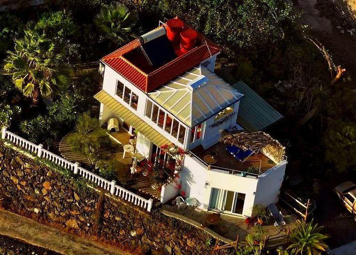 Casa Atlantico - Das La Palma Ferienhaus vom Gleitschirm aufgenommen.