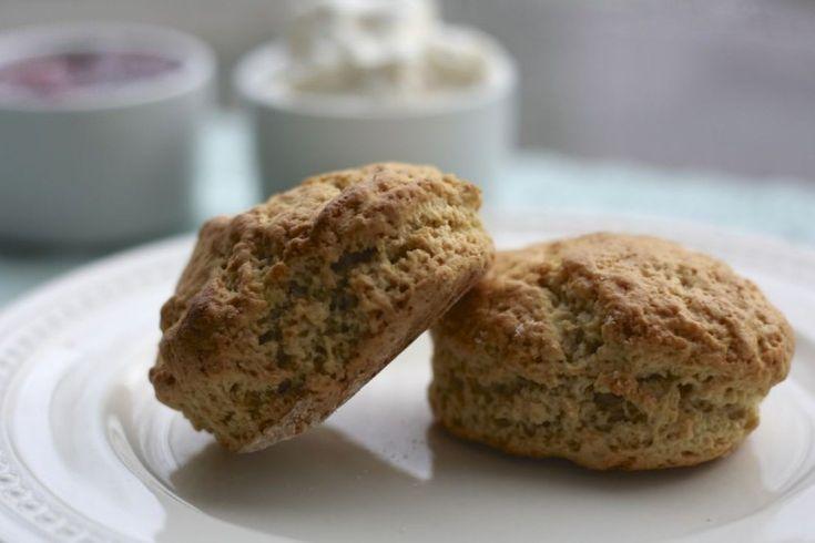 Pasen kun je toch niet vieren zonder scones? Ik moet bekennen dat ik minstens 2x per maand scones eet. Mijn vriend haalt vaak in het weekend als ontbijt 2 koffi