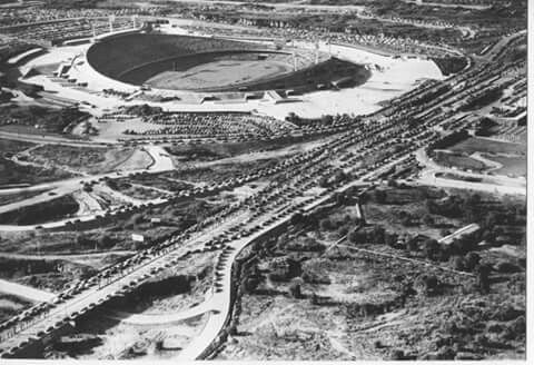 20 de noviembre de 1952, el presidente Miguel Alemán Valdez, inaugura la Ciudad Universitaria, proyecto de Mario Pani y Enrique Del Moral, con murales de Rivera, Siqueiros y O' Gorman, considerada un conjunto ejemplar del modernismo del siglo XX . 2 de 4