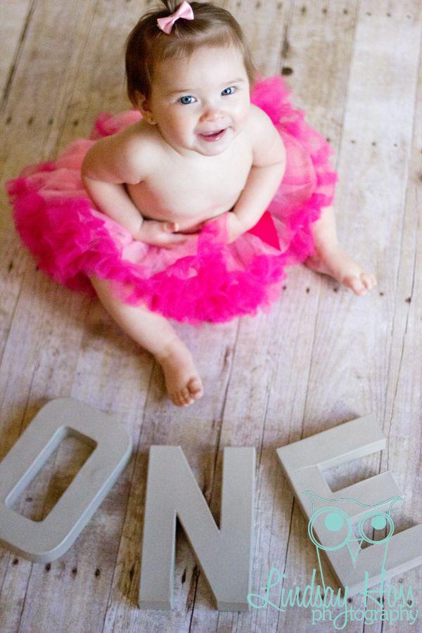 www.facebook.com/lindsayhossphotography st. louis children photographer   1st birthday   tutu   baby girl   bow   wood floor