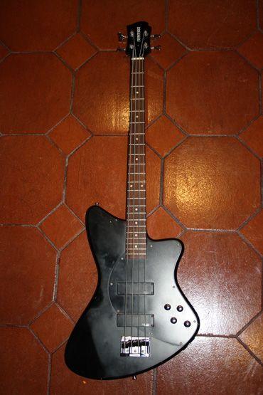 Fernandes Vertigo Bass (owned by Nadja Peulen) SOLD #marcokrasinski #fernandes #vertigo #bass #nadja #peulen #rigrundown