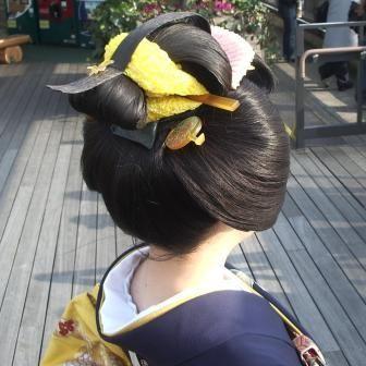 "Nihon-gami ~traditional hairstyle of Japan ~ wearing kimono and obi.日本髪 ""Suisha"" 水車。 http://www.h7.dion.ne.jp/~pandaya/kami/rireki/kami-06.htm"