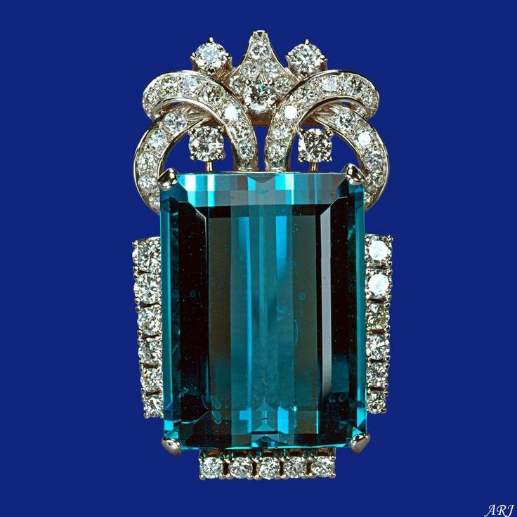 British Royal Jewels: Queen's Brazilian Aquamarine Broach