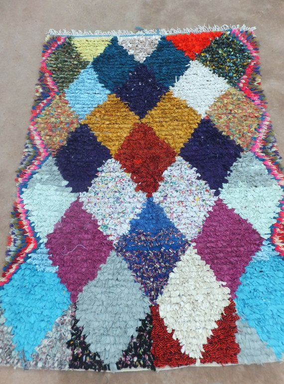 VINTAGE BOUCHEROUITE MAROCAIN TAPIS B526    BOUCHEROUITE    Belle marocaine Boucherouite tapis faits à la main par les femmes dans leurs foyers