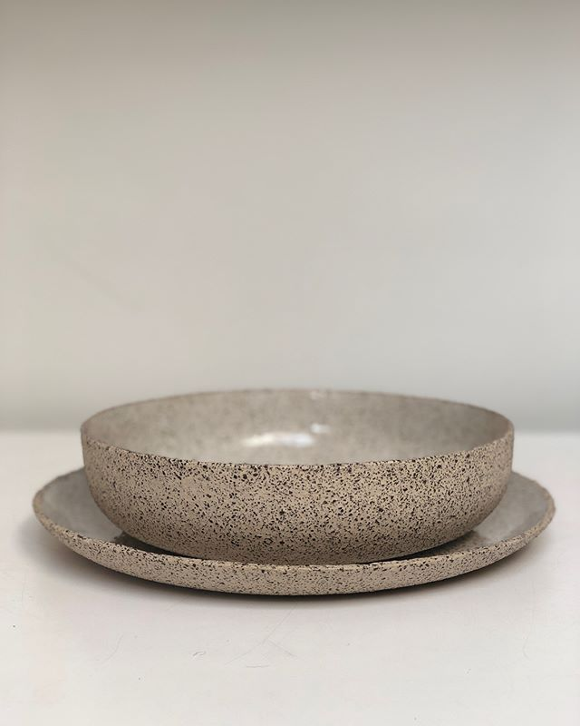 Cookies and cream. Handbuilt tableware set in glossy White. Unglazed, raw-edge exterior. Microwave and dishwasher safe. Available to order online soon - flick through for more. . . . . .  #pottery #ceramics #stoneware #potter #twinearthceramics #dinnerware #food #tabletop #cheflife  #foodblogger #restaurant #michelinstar #rustic #tableware #styling #textures #minimal #design #natural  #handbuilt  #handmade #propshop #platesforchefs  #chefsofinstagram #plate #tableware  #sustainability…