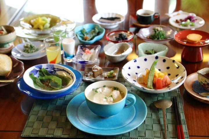 沖縄第一ホテルの50品目の薬膳朝食 - 沖縄CLIP