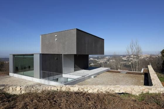 House in Macinhata da Seixa by Nuno Brandão Costa Arquitecto