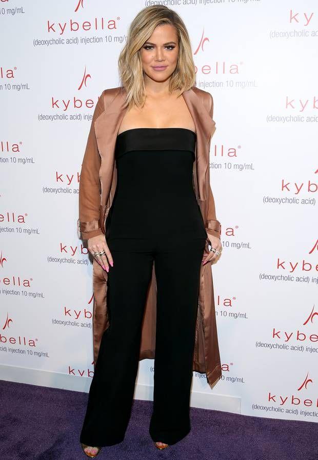 Der schwarze Jumpsuit beweist: Das Training hat sich für Khloé Kardashian ausgezahlt. Im März 2016 präsentiert sich die Schwester von Kim und Kourtney Kardashian schon sichtlich erschlankt. Doch scheinbar war die 31-Jährige mit ihrem Abnehmerfolg noch nicht zufrieden