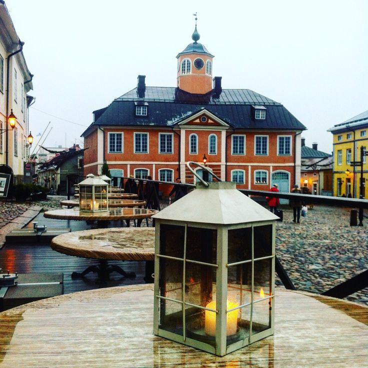Ратушная площадь и здание ратуши