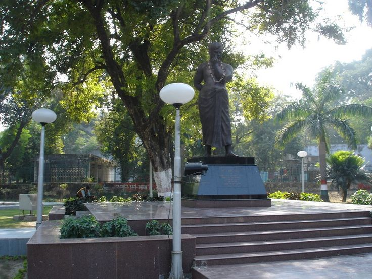 When Prince Alfred, the Duke of Edinburgh, visited the city of Allahabad, the park was built to mark his visit. It was formerly called the Alfred Park. It was renamed after the legendary freedom fighter Chandra Shekhar Azad, who gave up his life there. Nevertheless, I found out that the name Alfred Park was still famous among the people of #Allahabad. #travel #tourism #wanderlust