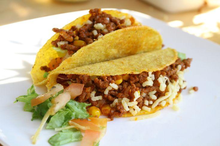 Taco's zijn heerlijk om te eten in groot gezelschap, waarbij iedereen zelf zijn taco's vult met de lekkerste vulling. Er valt immers genoeg mee te variëren! Vandaag het recept van Mexicaanse taco's waarbij ik een recept heb gemaakt waarbij je Knorr of een zakje... #food #juliachallenge #recept